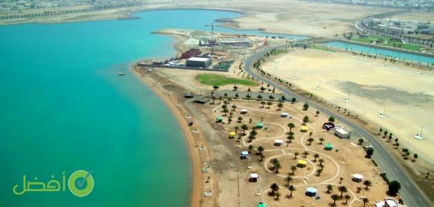 شاطئ الهيئة الملكية في ينبع أحد افضل اماكن السباحة في ينبع