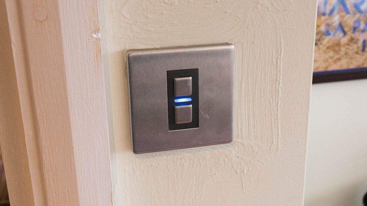 مفتاح لايت ويف الذكي للأبواب Lightwave Generation 2