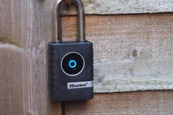 ماستر لوك قفل الأبواب الخارجية الذكي Master Lock Smart Outdoor Padlock