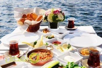 بيت وان لوجبة الفطور افضل مطاعم فطور اسطنبول على البحر