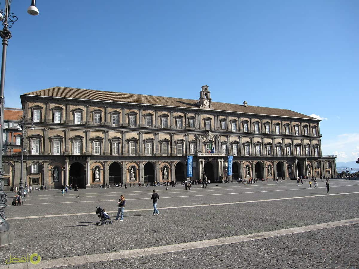 القصر الملكي في نابولي
