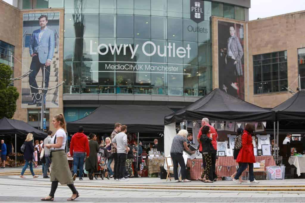 لوري أوت لت مول (Lowry Outlet Mall The Quays)