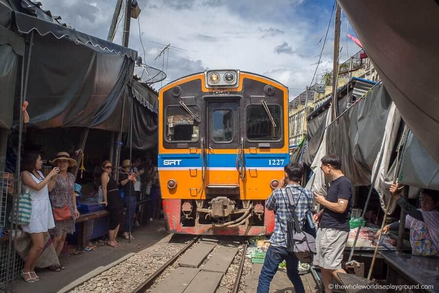 سوق السكة الحديد في ماكلونج