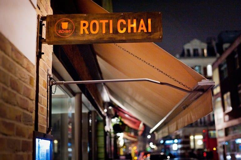 مطعم Roti Chai وهو مطعم هندي في لندن يقدم اكلات شعبية