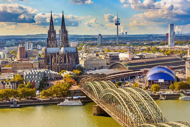 أفضل 10 أماكن لزيارتها في ألمانيا Aerial view of Cologne