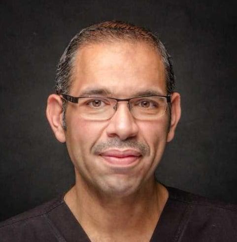 دكتور عمرو اركوبي