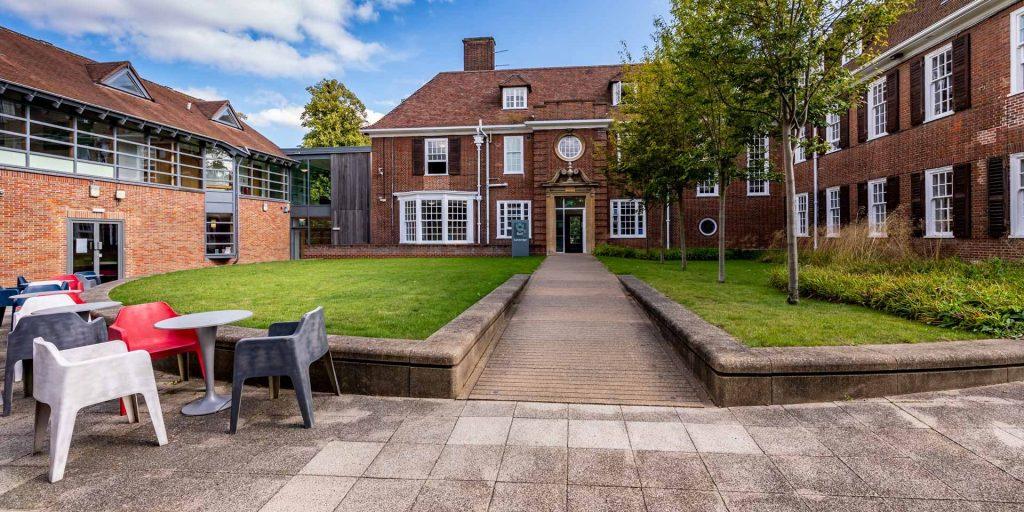 بيل انترناشيونال ، كامبريدج Bell International, Cambridge افضل معاهد اللغة الإنجليزية في بريطانيا